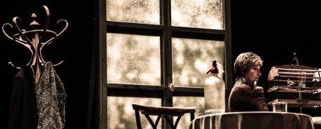 una_mujer_en_la_ventana_sala_mirador_teatro_petra_martinez_juan_margallo_madrid
