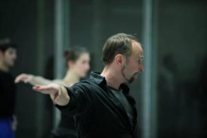 Johan Inger imparte un taller de repertorio coreográfico para alumnos del CAD